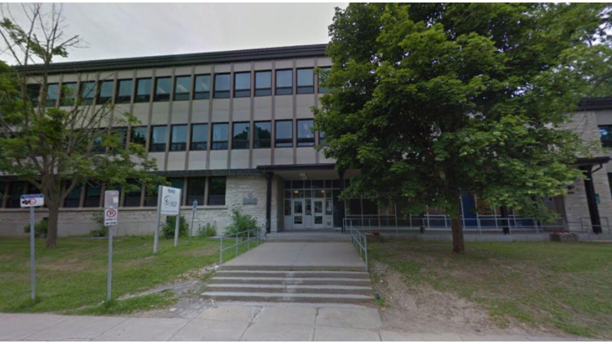 Des cas de COVID-19 forcent l'isolement de 81 élèves dans 2 écoles secondaires de Québec