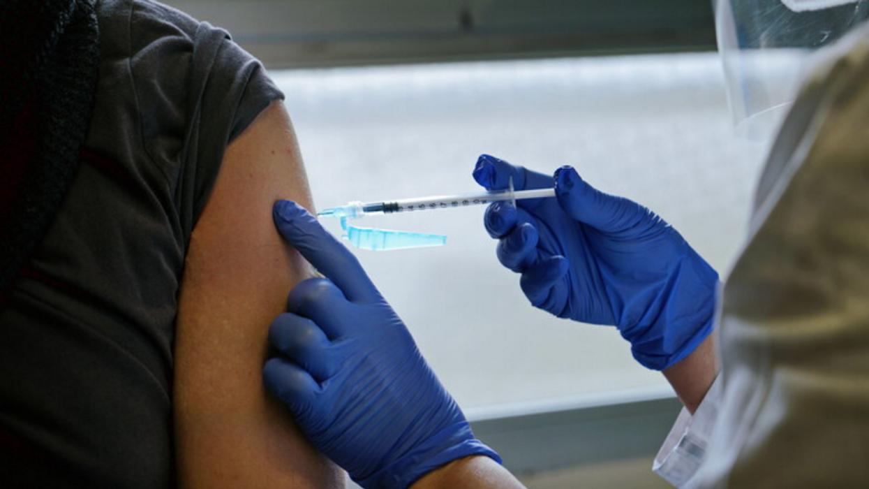 Des travailleurs de la santé demandent des billets du médecin pour éviter la vaccination