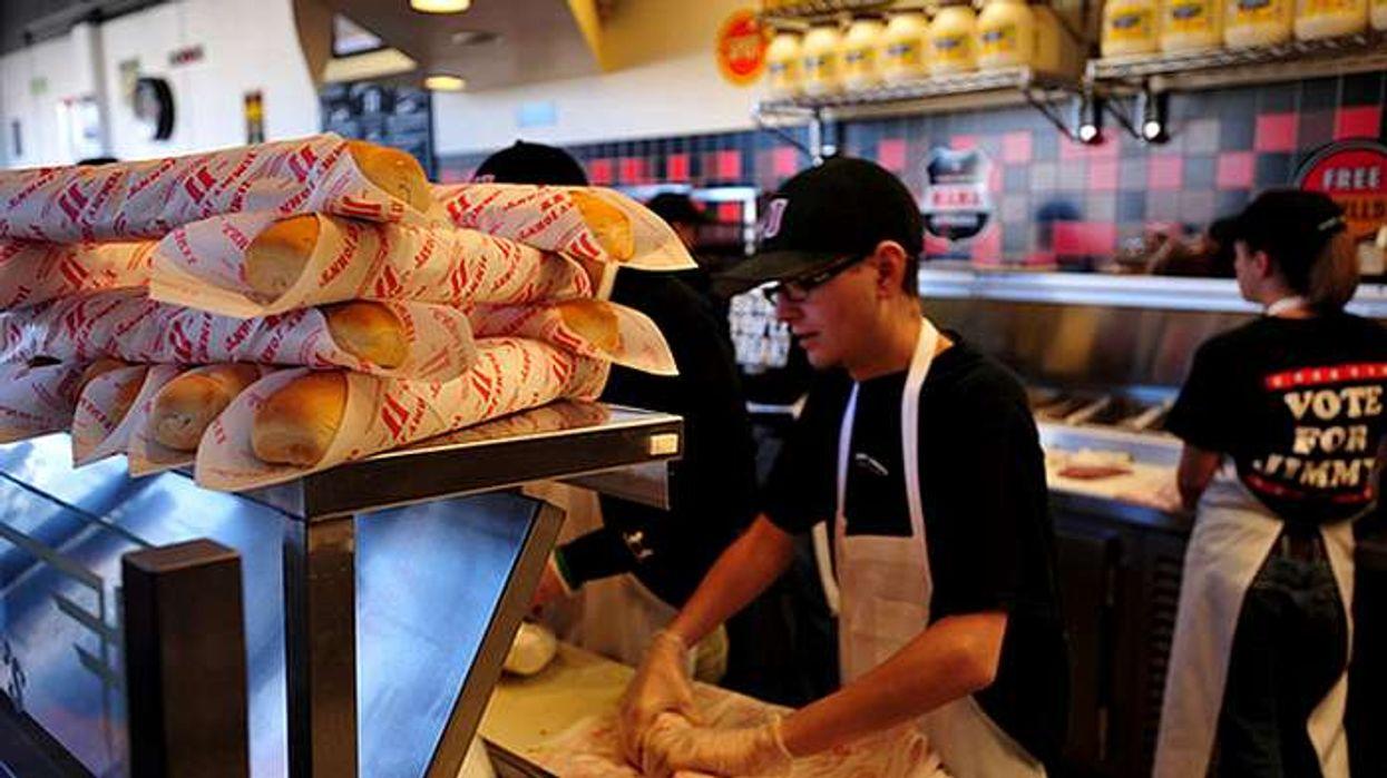 Dix réalités que vit un employé qui travaille dans un restaurant de fast-food