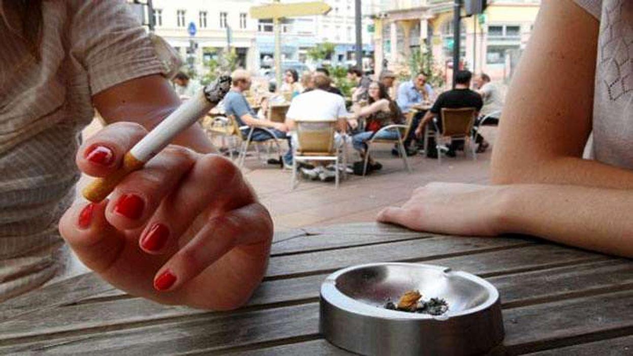 La réponse des propriétaires de bars à l'interdiction de fumer sur les terrasses