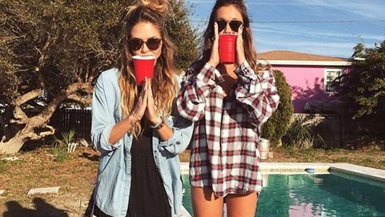 7 jeux d'alcool originaux à essayer dans ta cour cet été avec tes amis