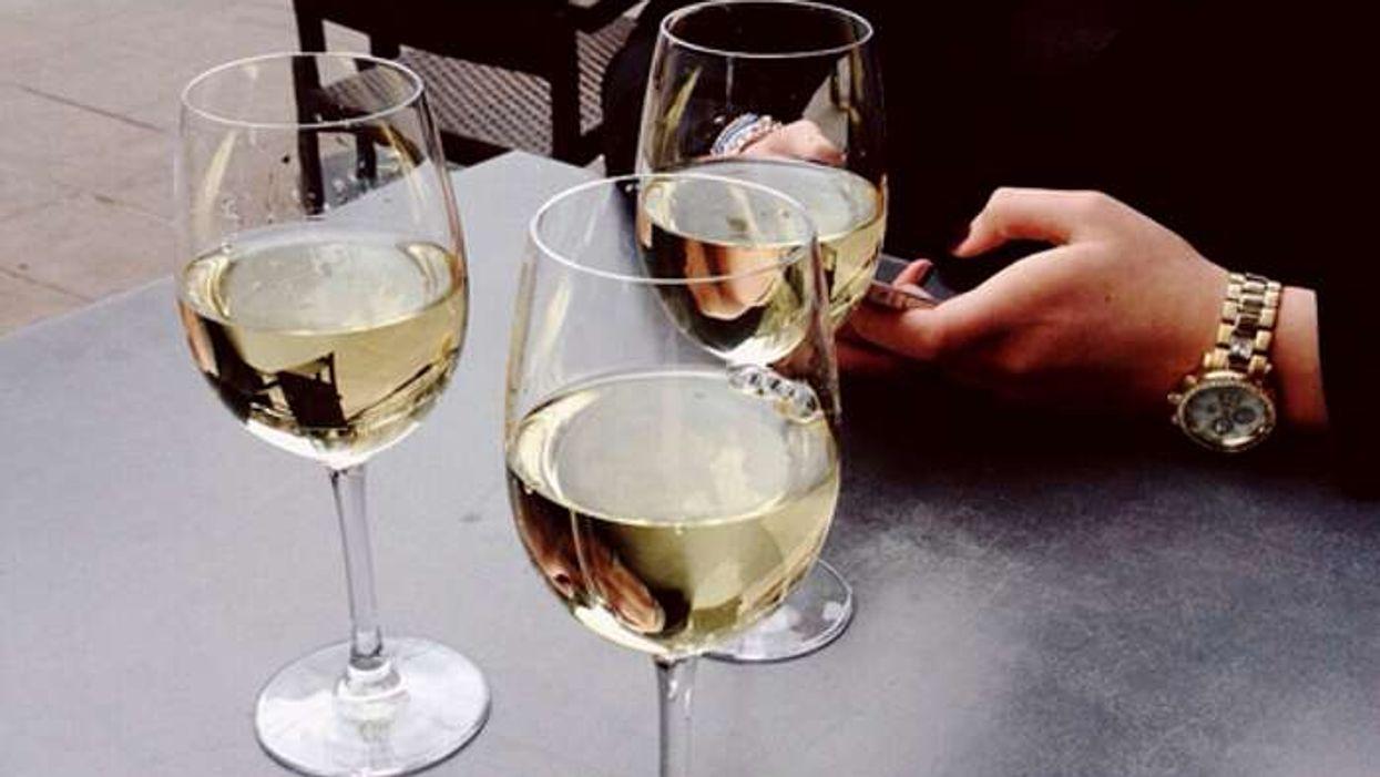 6 bienfaits du vin blanc dont tu ignorais totalement l'existence