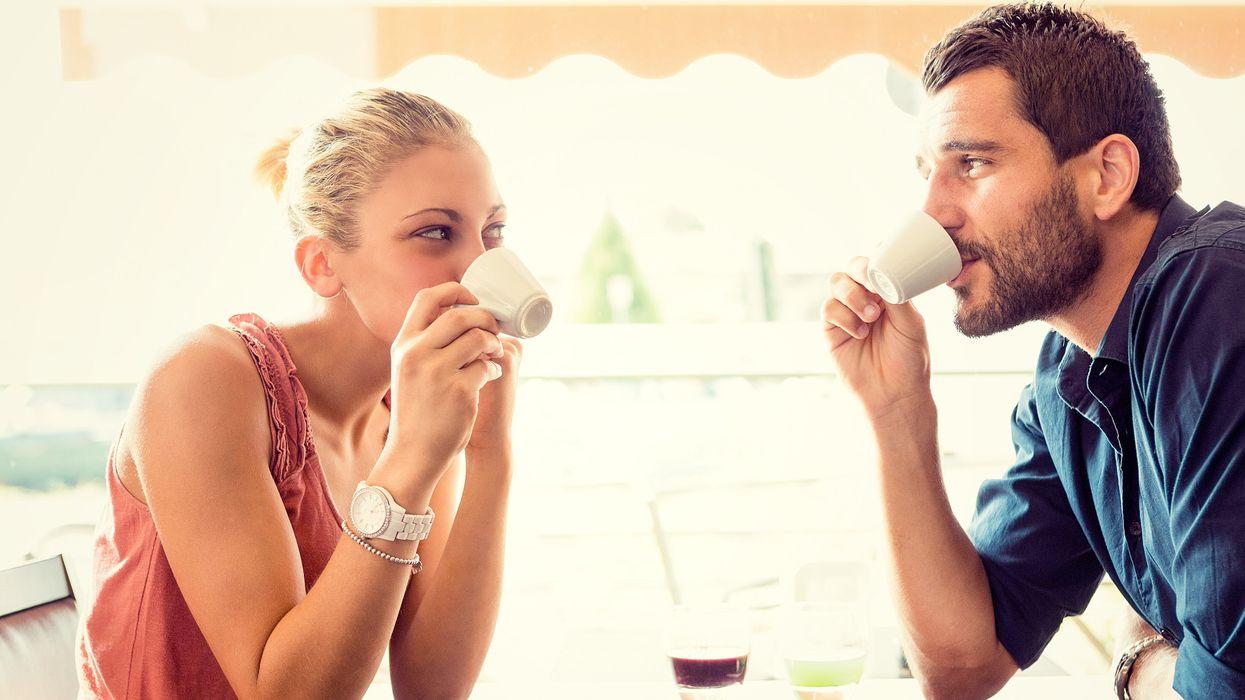 10 signes du langage corporel à connaître pour ta prochaine date
