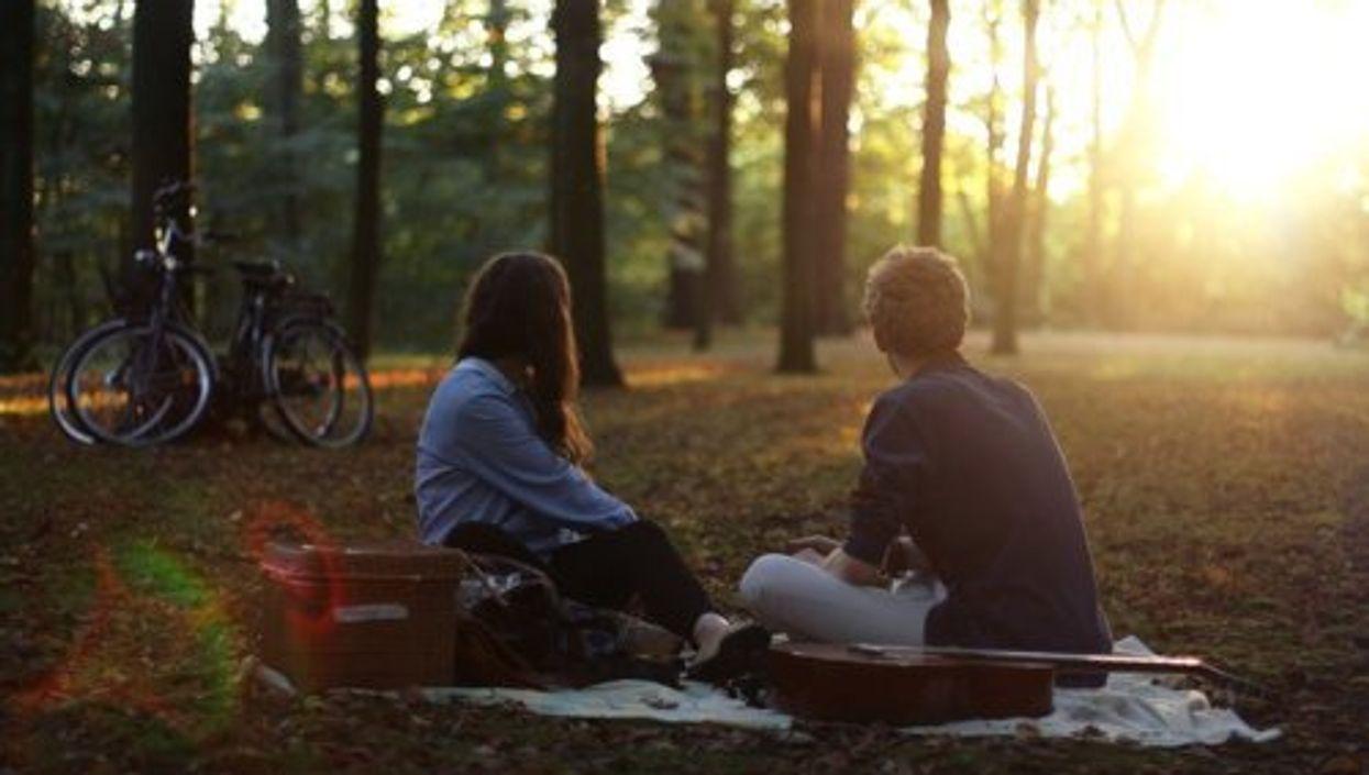 58 questions qu'on rêve tous de poser lors d'une première date