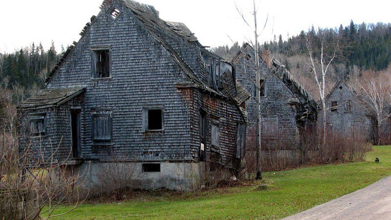 8 villes fantômes au Québec qui te donneront froid dans le dos