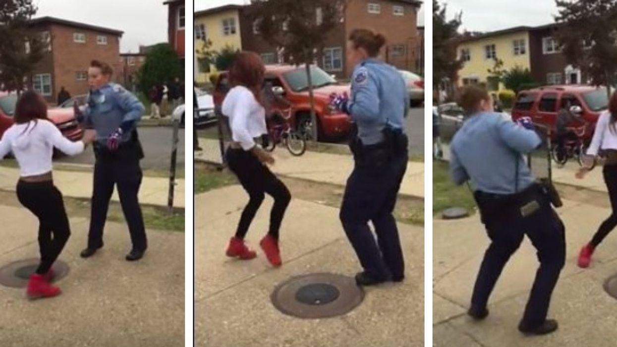 Une policière arrête un conflit entre deux filles en dansant