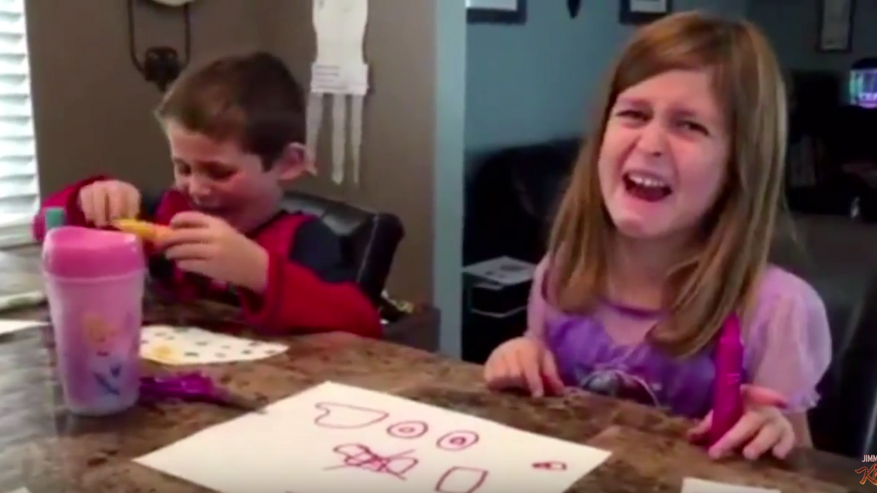 Des parents disent à leurs enfants qu'ils ont mangé tous leurs bonbons - édition 2015