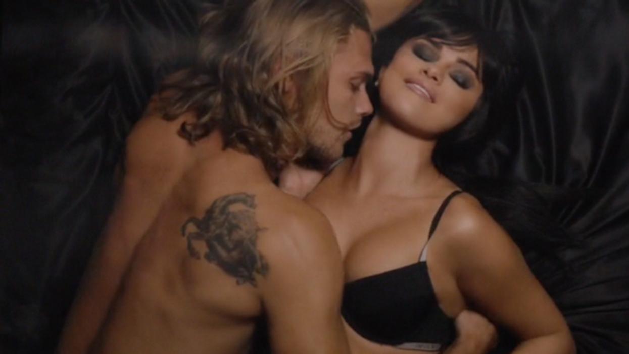 La nouvelle vidéo de Selena Gomez risque de te donner chaud...