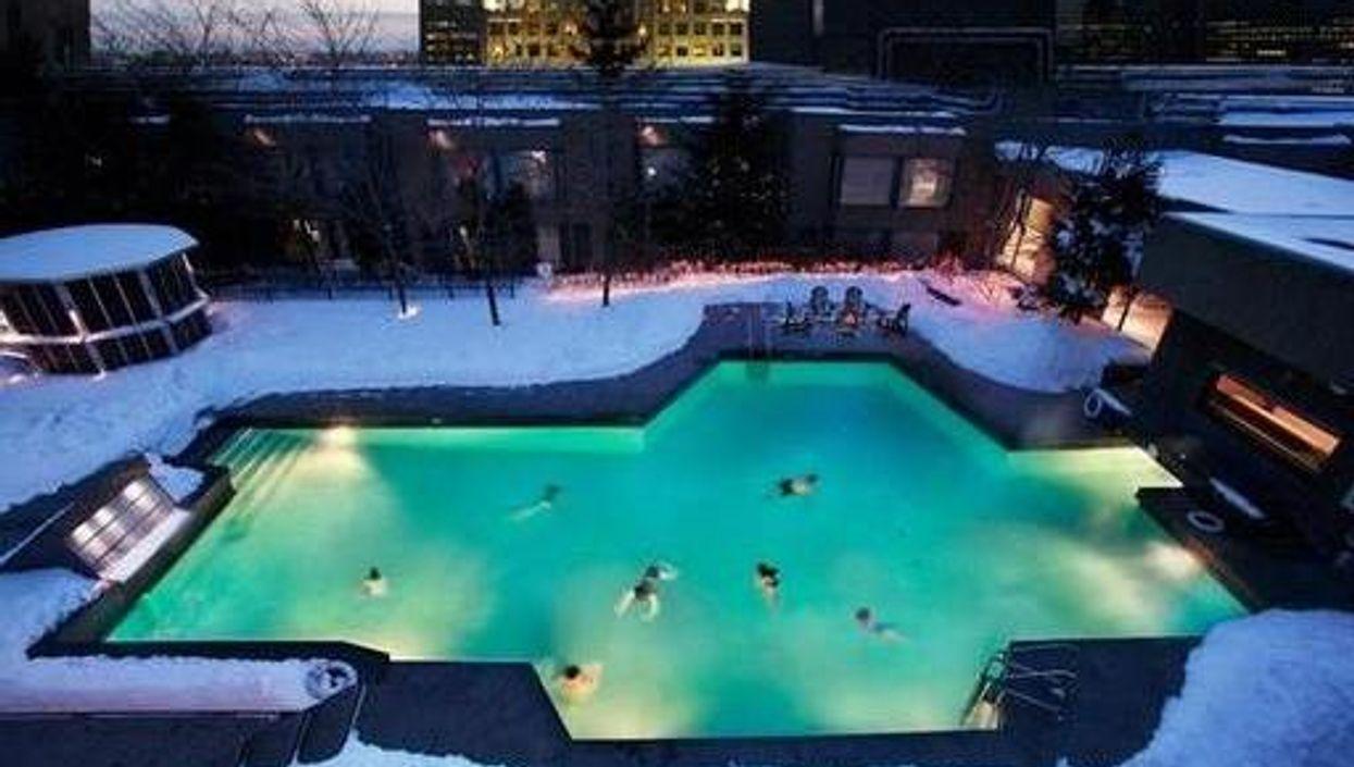 La piscine chauffée parfaite existe sur un toit de Montréal