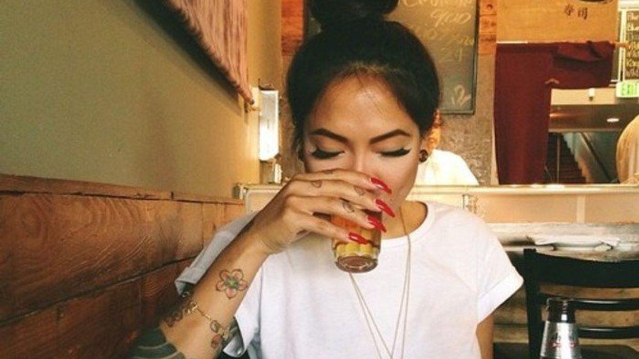 Les 9 problèmes de la fille qui n'aime pas boire