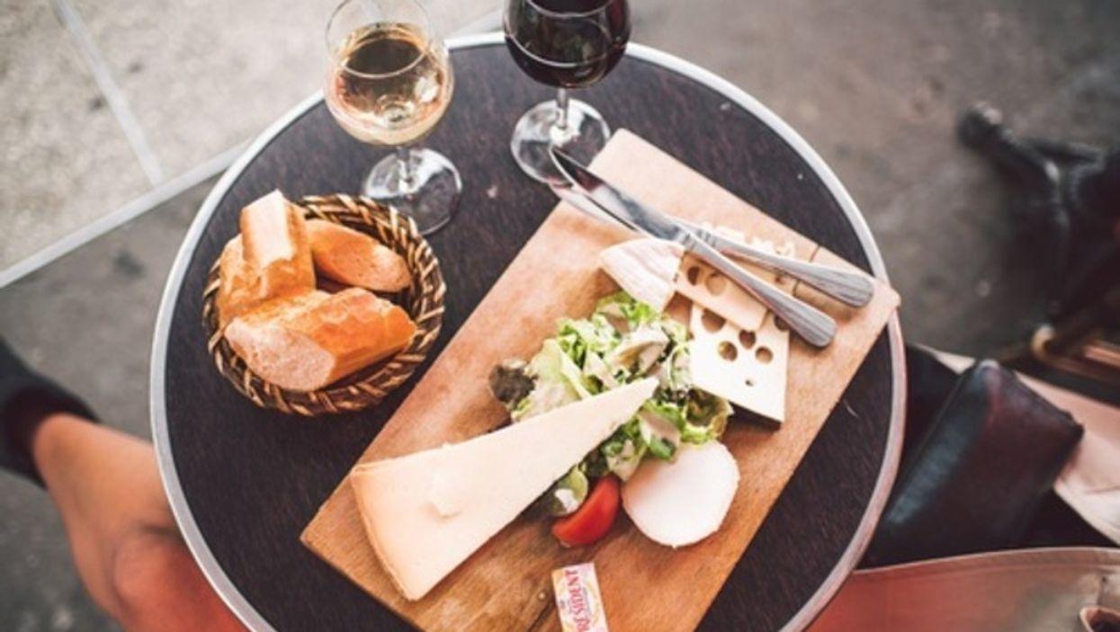 Une grande dégustation de vins et fromages débarque en ville