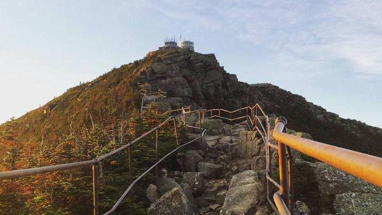 Voici la folle montagne où tu dois faire du hiking à seulement 2h de Montréal
