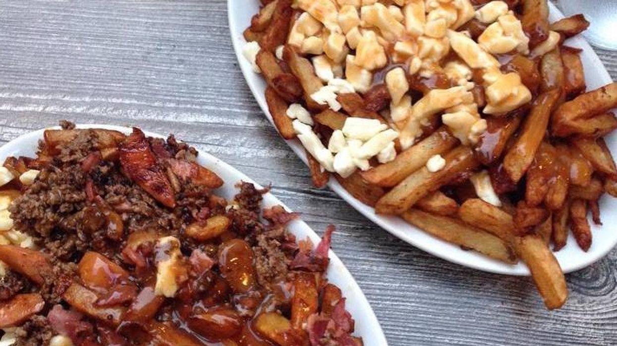 Tu pourras manger de la poutine à volonté dans ce restaurant de Montréal