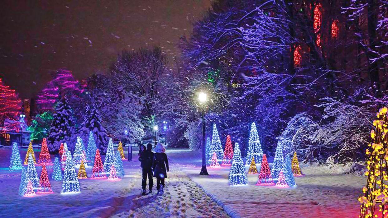 Le FOU village de Noël à quelques heures de Montréal à voir cet hiver