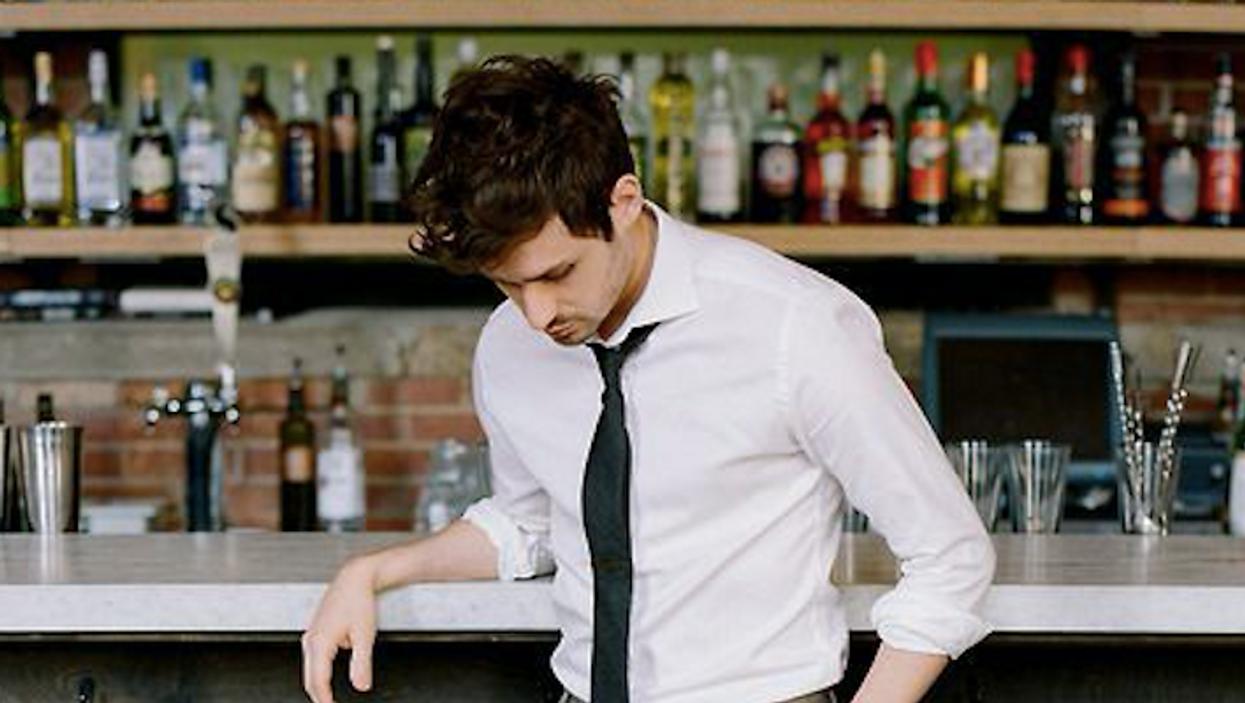Les 15 pick-up lines à essayer pour charmer le beau gars au bar