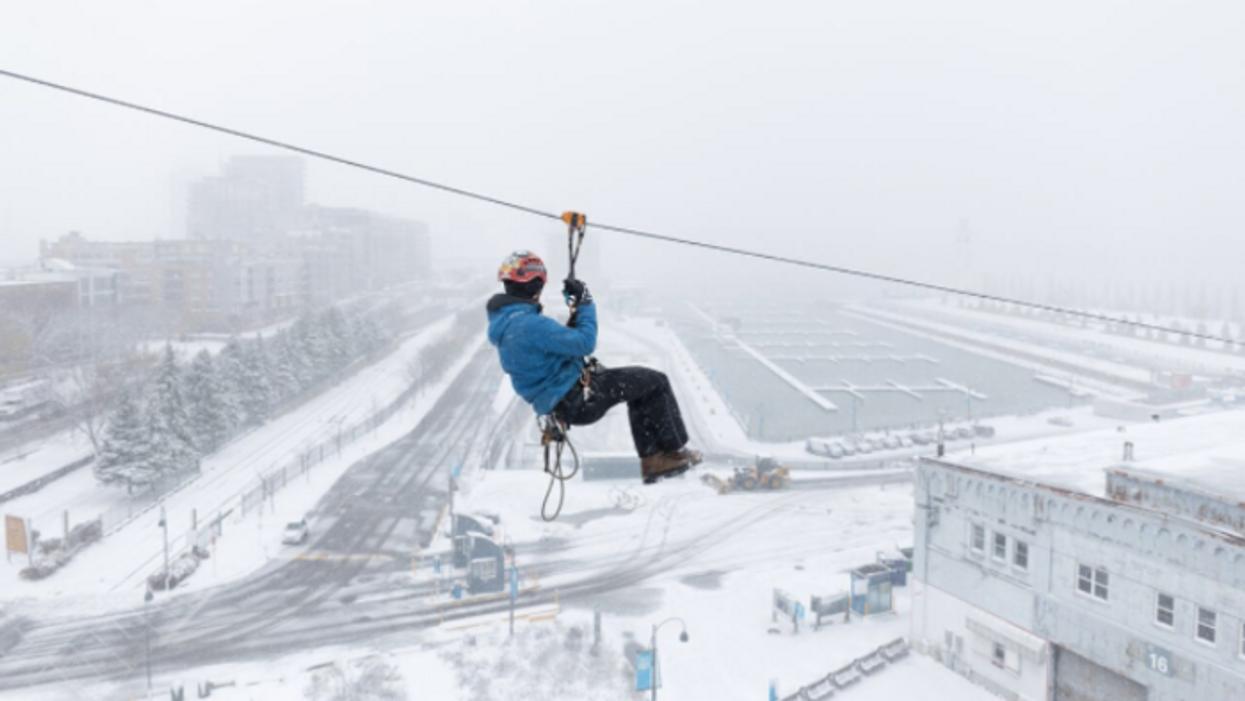 Tu pourras faire de la tyrolienne tout l'hiver dans le Vieux-Port à Montréal
