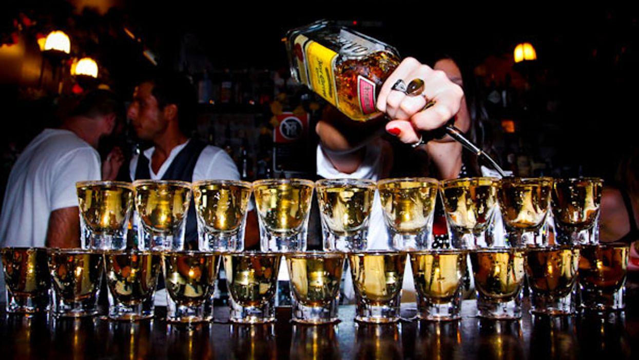 Voici le nouveau bar à Montréal où boire des shots à seulement 1$!