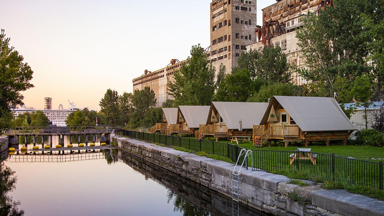 Tu peux faire du camping directement dans le Vieux-Port de Montréal dans ces adorables tentes de luxe