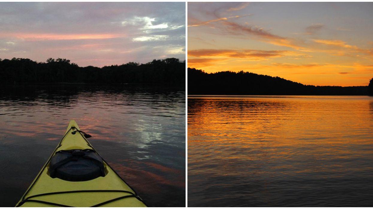 Tu peux aller profiter des plus beaux coucher de soleil sur l'eau avec cette activité de kayak nocturne près de Montréal