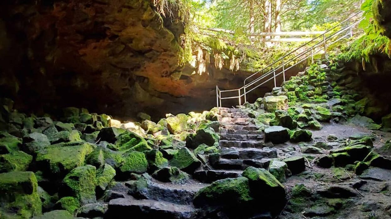 You Can Hike Through These Eerie Volcanic Caves Close To Vancouver This Fall