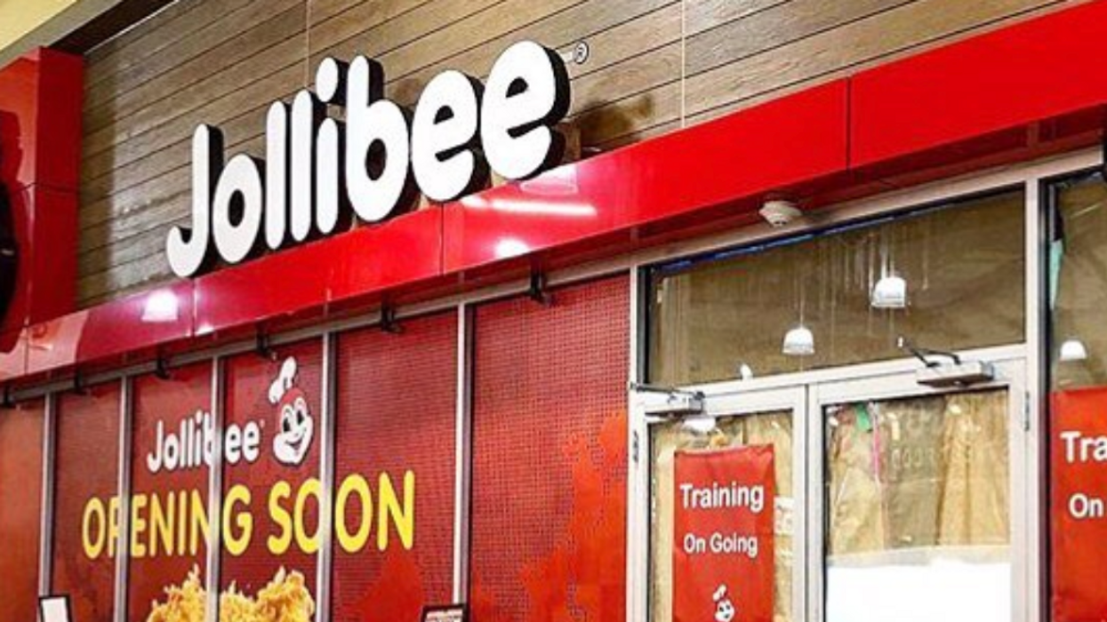 Canadians Camped Out All Night For Free Jollibee Fried Chicken (VIDEOS)