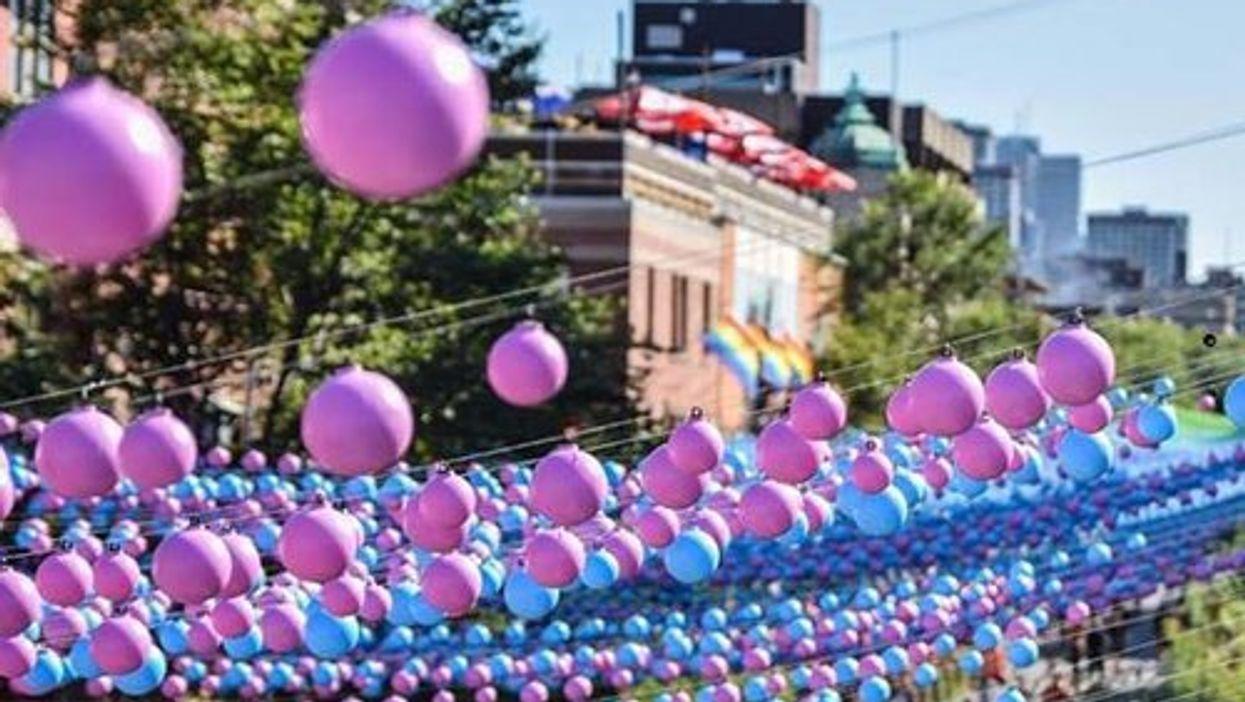 Les boules colorées du Quartier gai de Montréal sont à vendre par ligne à bon prix