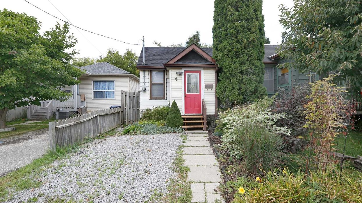 The Cheapest House For Sale In Toronto Right Now Is Absolutely Tiny (PHOTOS)