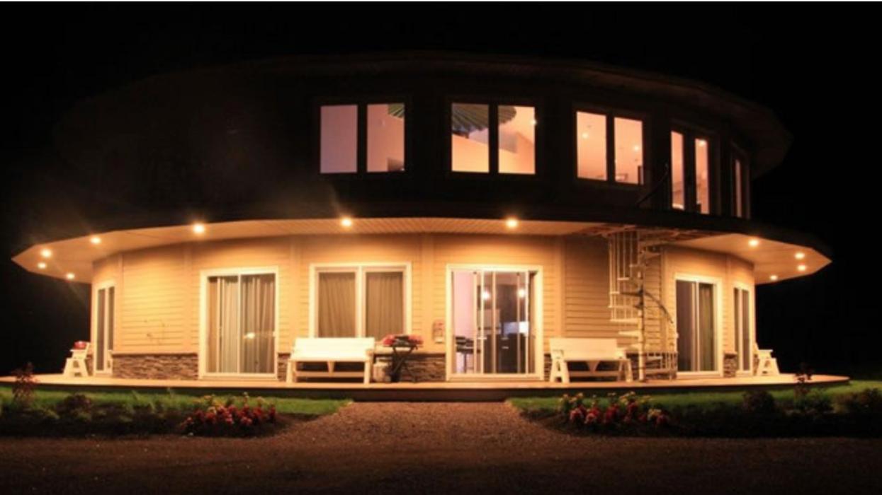 Ce Airbnb rotatif offre une vue époustouflante à 360 degrés pour pas cher au Canada