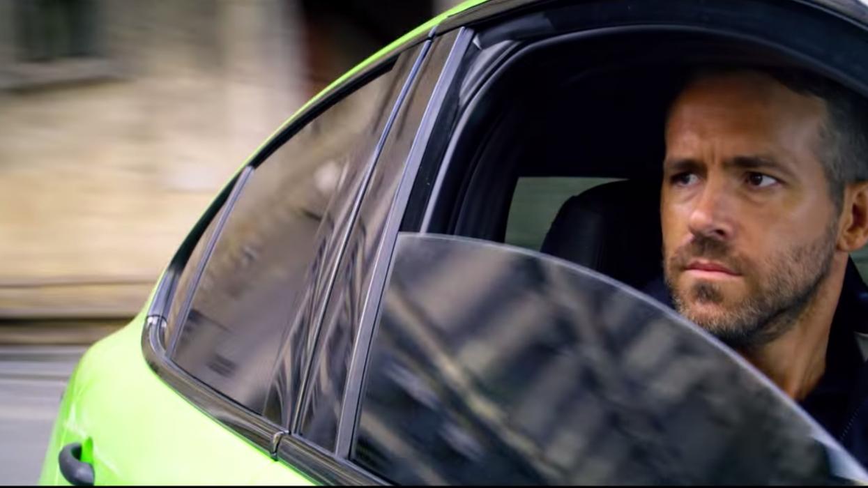 """6 Underground"" On Netflix Canada Stars Ryan Reynolds"