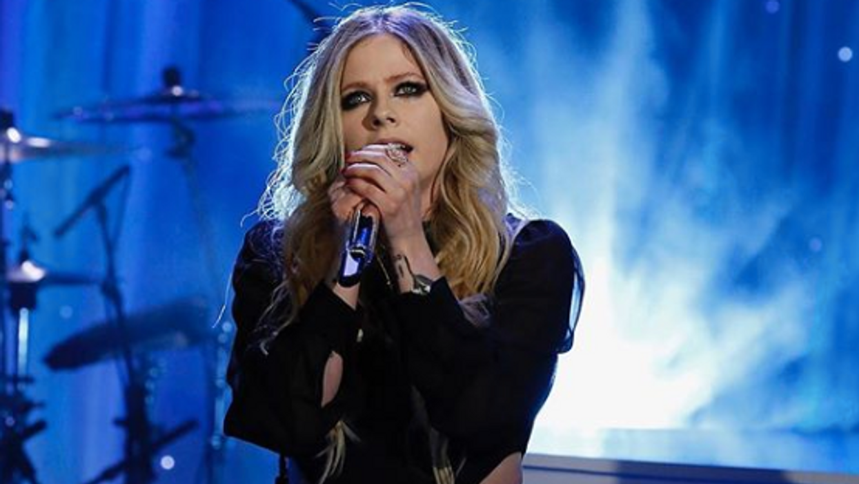 Canada's favourite punk rock singer is back on the market after a break up from her boyfriend of one year. Avril Lavigne found love again after two divorces who she remains on good terms with. As great as it was to see her in a relationship, we just found out that Avril Lavigne and Phillip Sarofim split up after one year together.