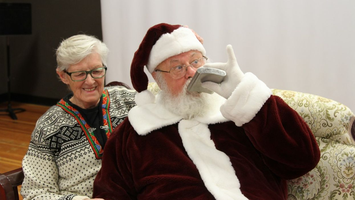 BC Mall Santa Fired For Boozing And Pretend Groping In Strange Photoshoot (PHOTOS)