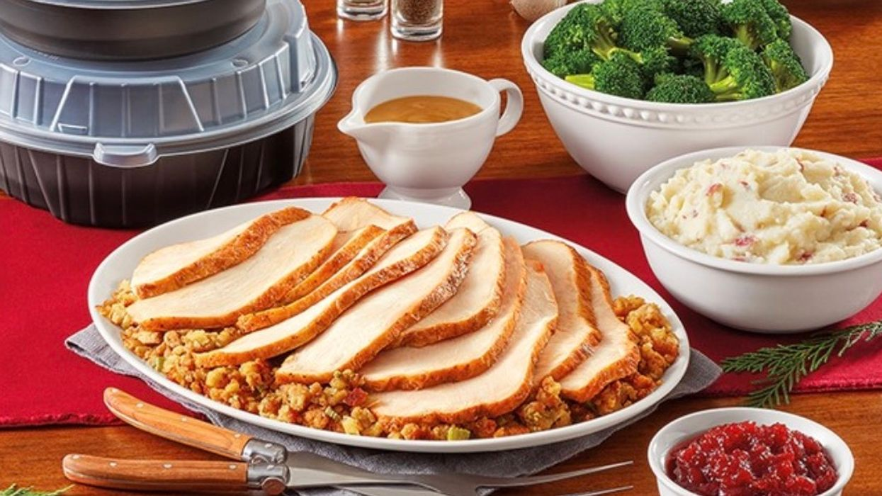 Denny's Canada Is Offering A Full Turkey Dinner For Four For The Holidays