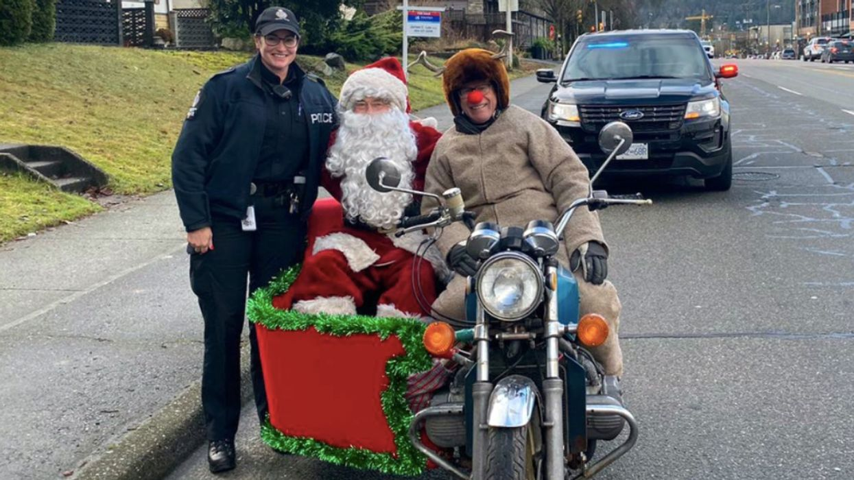 Police Pulled Over Santa And Rudolph In Vancouver For Not Using Their Turn Signal (PHOTOS)