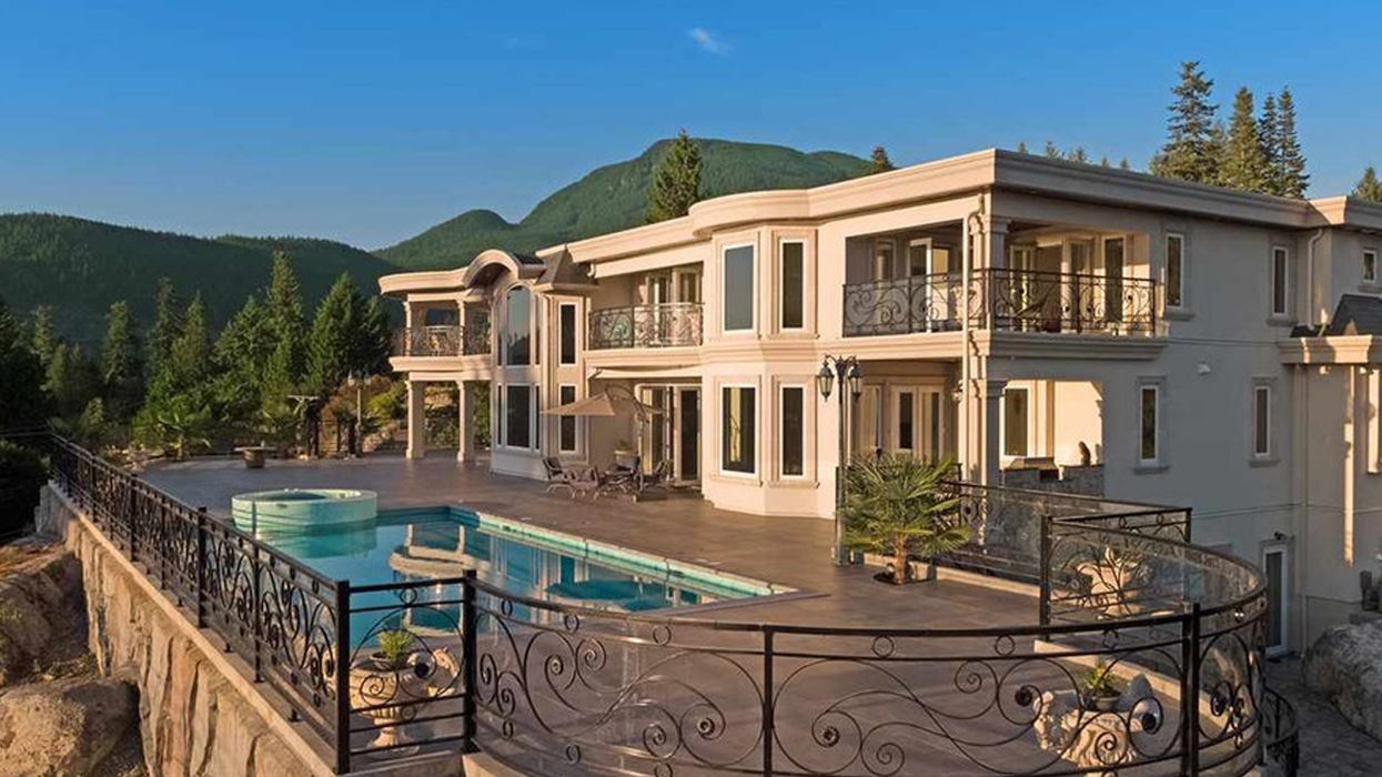 """Mansion For Sale In Vancouver Looks Like It Belongs On """"The Bachelor"""""""
