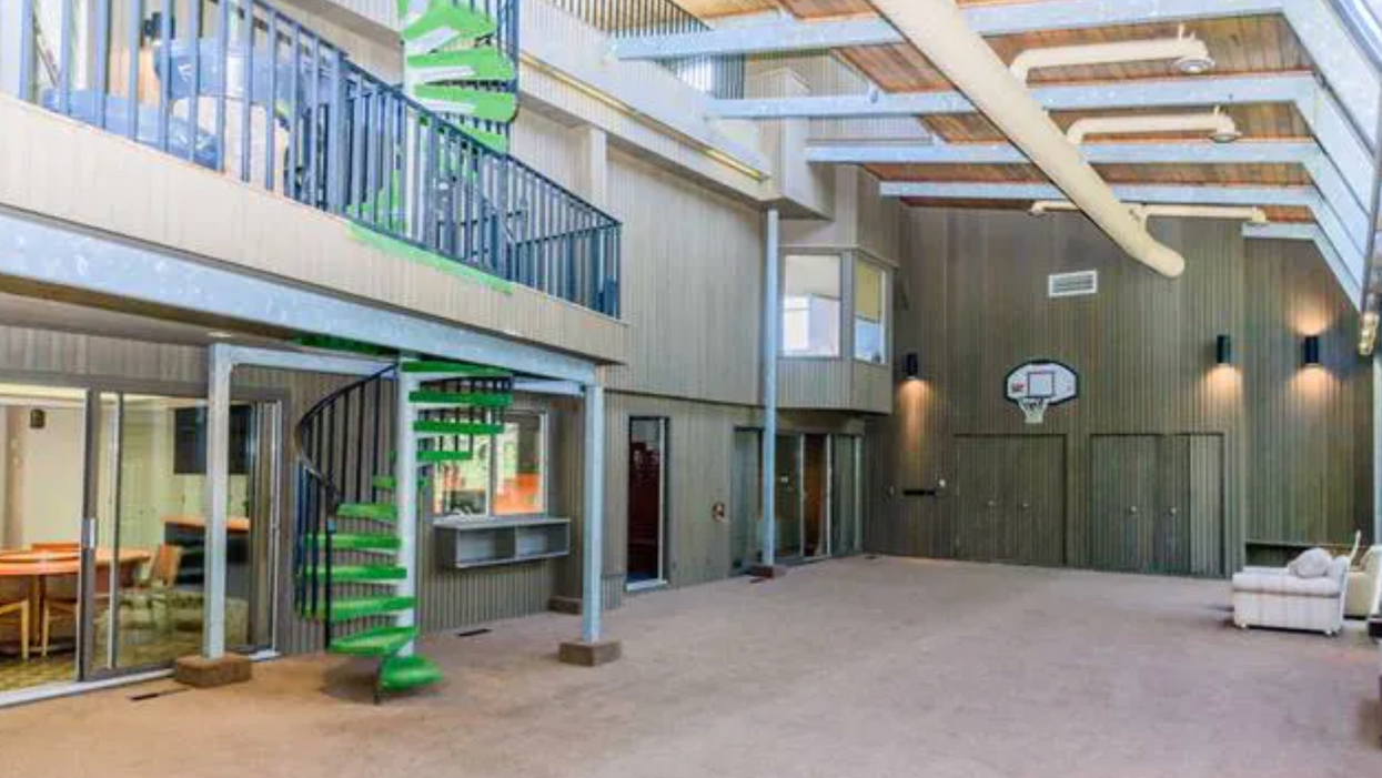 This $1.5M Calgary House Is Like Stepping Into A Messed Up Time Machine (PHOTOS)