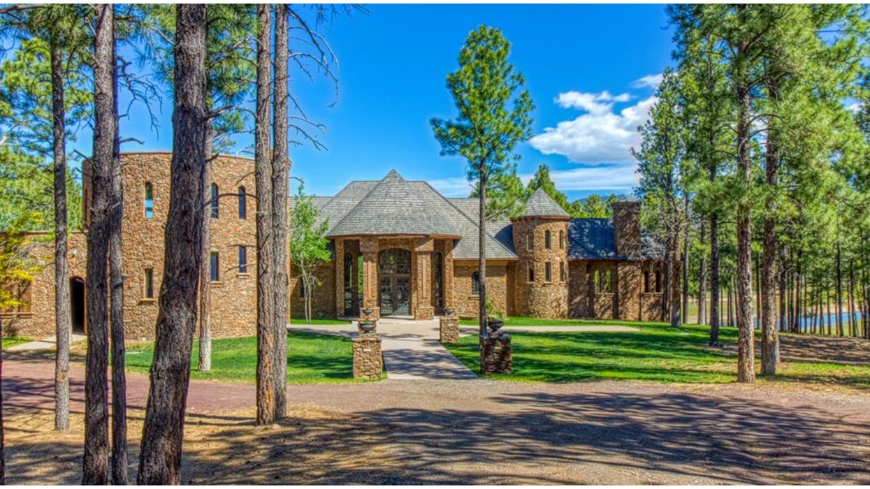 This Castle For Rent In Arizona Is On A Lake & Is Super Affordable