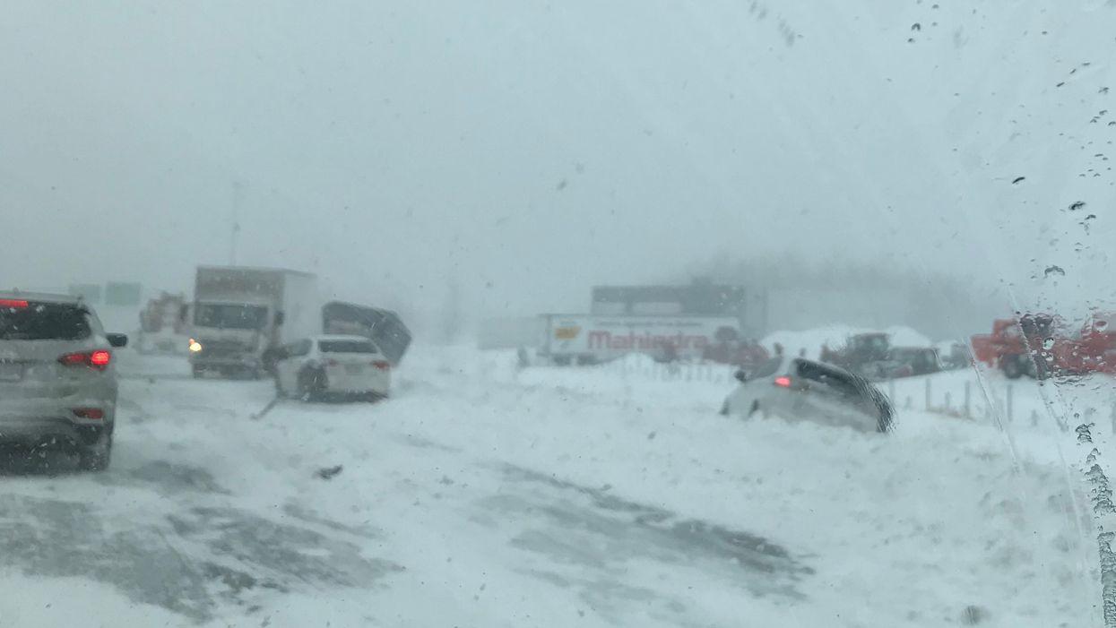 La tempête au Québec cause des carambolages et fermetures d'autoroutes