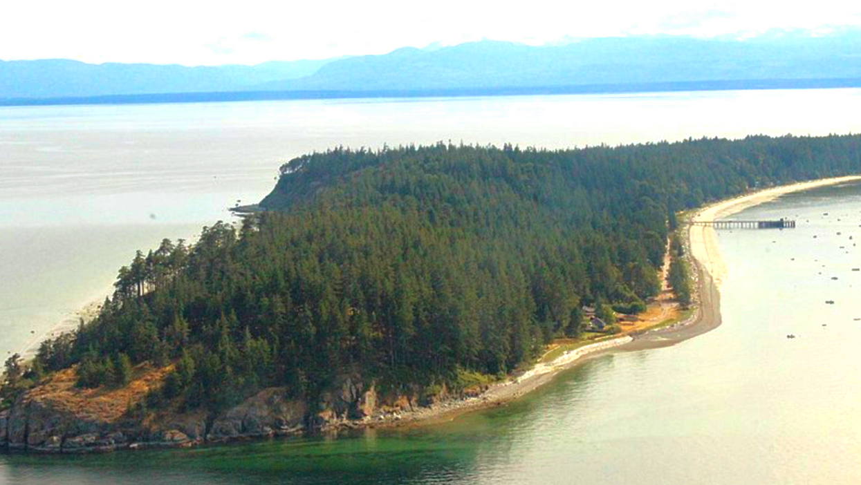 You Can Rent A Cute Cottage On A Secret Island In BC With A Population Of 100