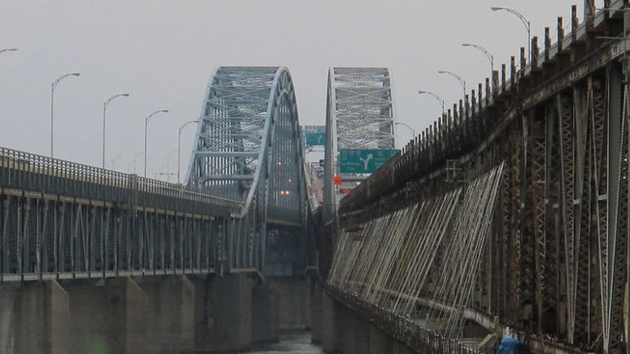 L'accès au pont Mercier bloqué par des manifestants à Montréal