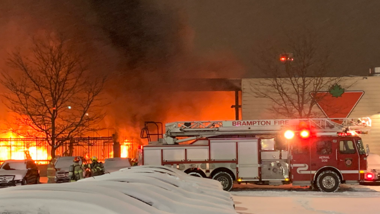 Brampton Canadian Tire Fire Broke Out This Morning (PHOTOS)