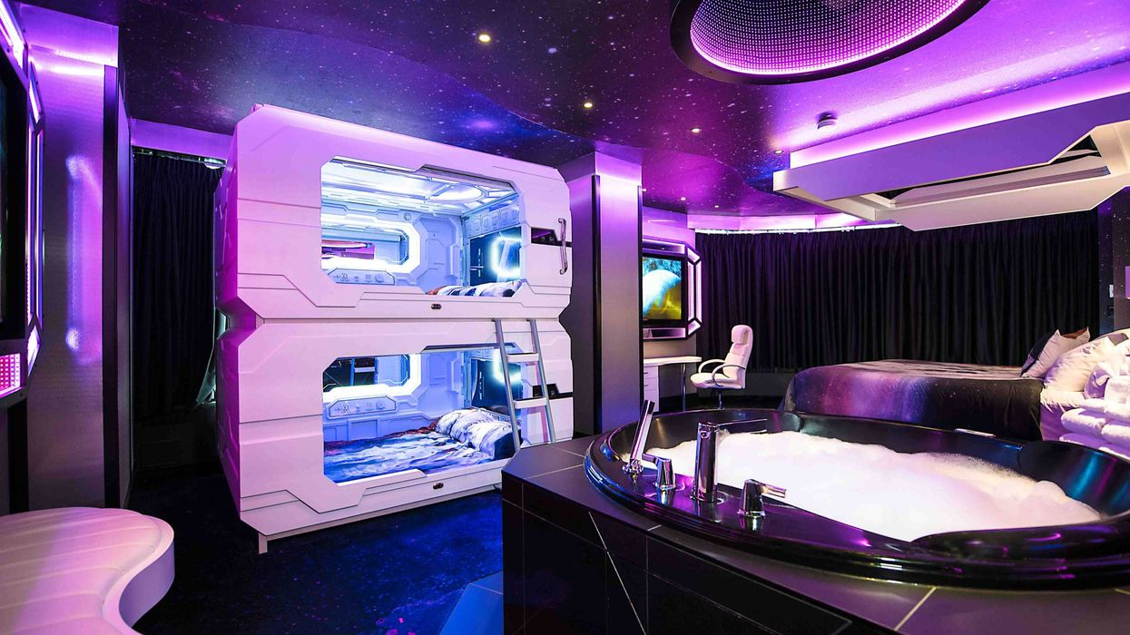 Themed Hotel In Edmonton Will Transport You To Outer Space & Beyond (PHOTOS)