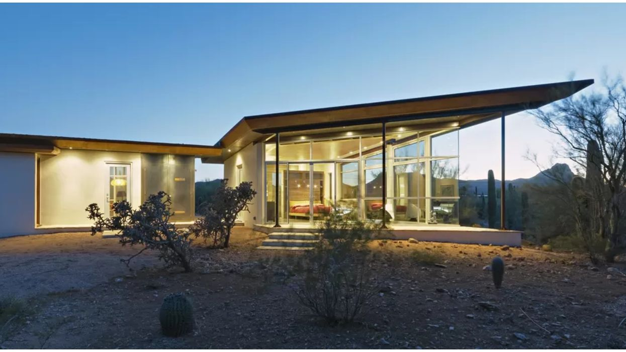 Glasshouse Rental In Arizona Has Panoramic Desert Views