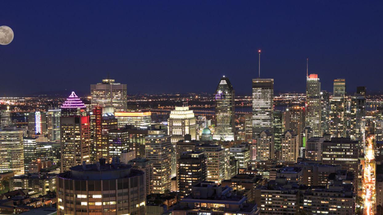 Voici pourquoi les Québécois « flashent » tous soudainement leurs lumières à 8h30 le soir