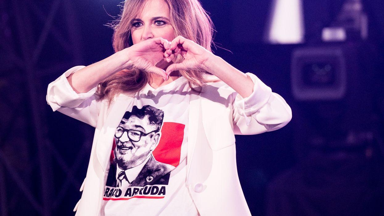 Julie Snyder portait un chandail d'Horacio Arruda hier à son émission et tu peux l'acheter