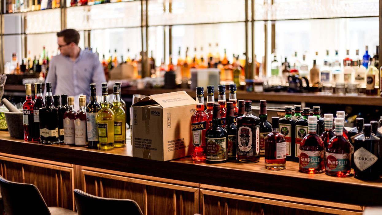 Alcohol Deliveries In Ontario Will Now Be Legal For Bars & Restaurants If Alongside Food