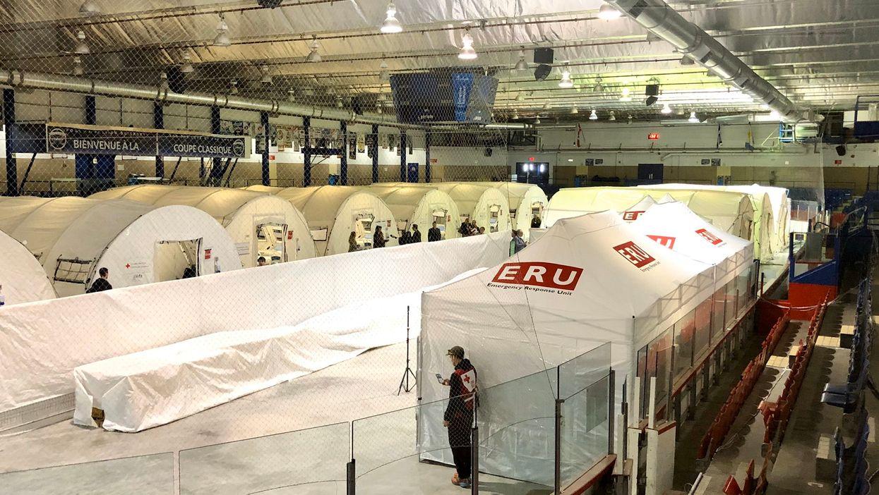 La Croix-Rouge installe un hôpital mobile dans un aréna de Montréal (PHOTOS)