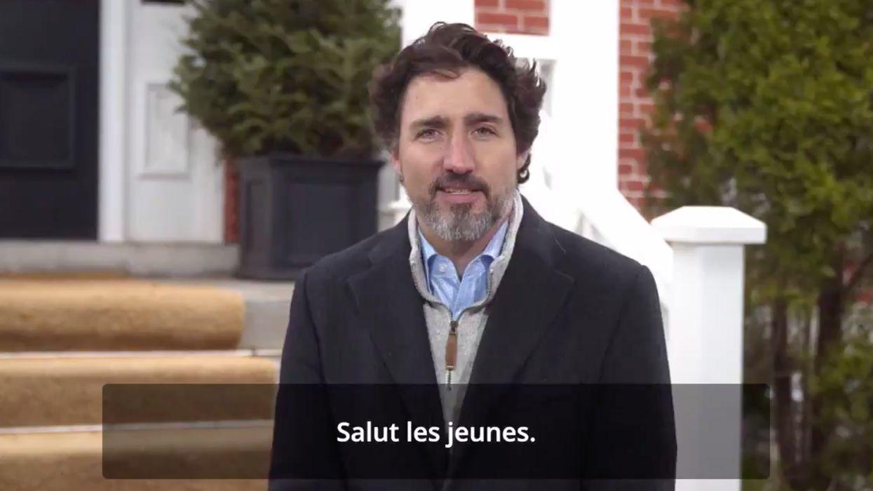 Justin Trudeau offre ses services d'enseignant en répondant aux questions des Canadiens