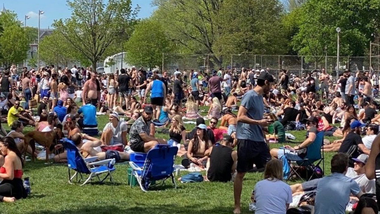 Trinity Bellwoods Park Was Jam-Packed On Saturday & Social Distancing Didn't Exist (VIDEO)