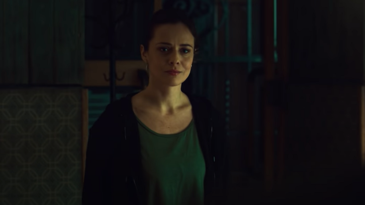 Grab your flashlights!A brand new thriller series is coming your way and Curonon Netflix seems as creepy and mysterious as Locke & Key and Dark. The trailer just dropped and it looks to take viewers on a dark and wild ride.