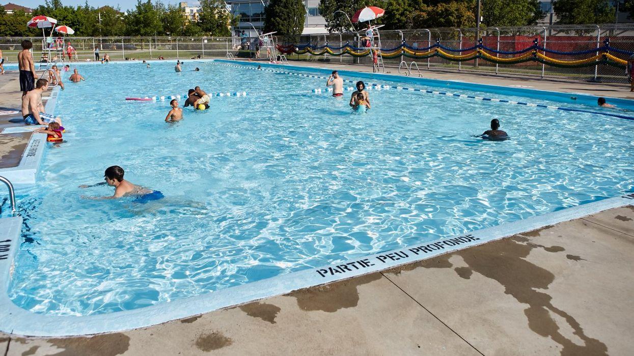 Les piscines extérieures et autres espaces publics extérieurs pourront rouvrir au Québec